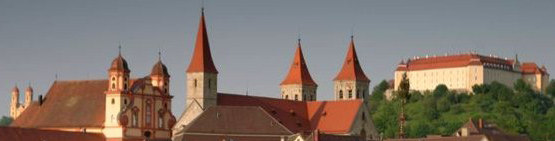 Evangelische Stadtkirche seit 1803, davor Ellwanger Jesuiten-Kirche